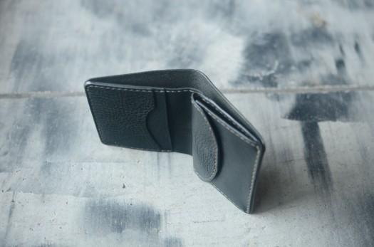 革 コンパクト折財布