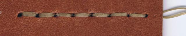 革(Smooth / マロン) x 糸(アンティークゴールド)